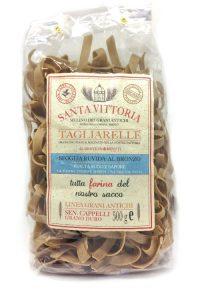 Tagliarelle pasta toscana di grano duro antico Cappelli . Da Semolato a pietra.